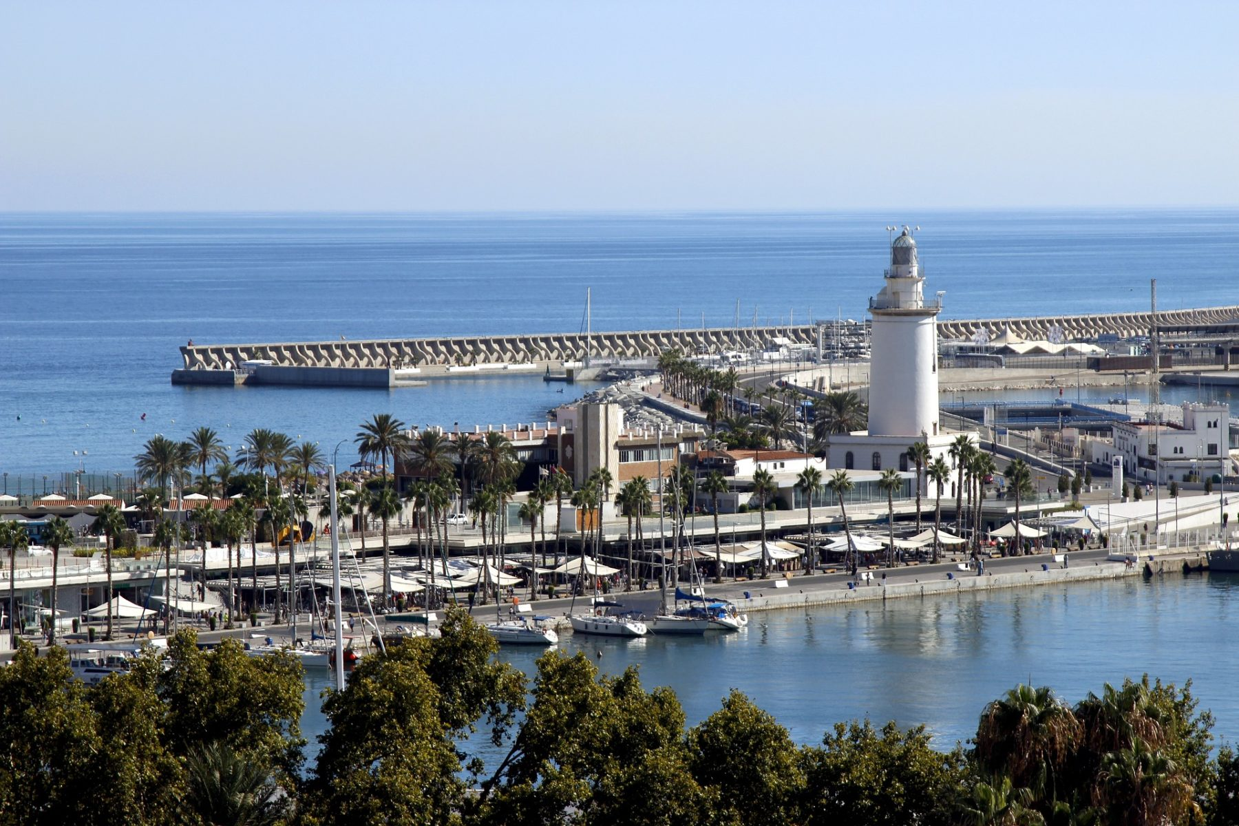 Muelle de Málaga con la Farola